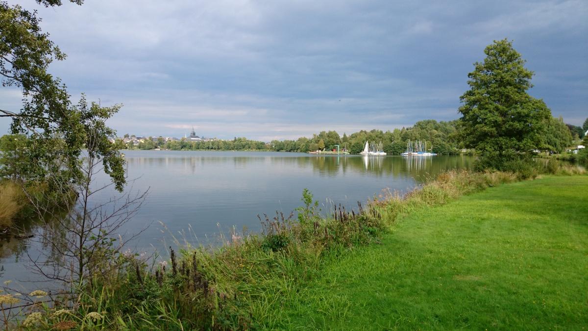 Blick auf Anlegestelle für Segelboote - Weißenstädter See in Weißenstadt im Fichtelgebirge